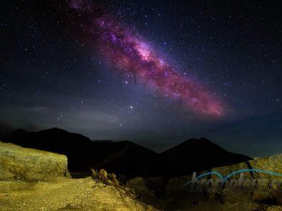 Indahnya Fenomena Milky Way di Kawah Ijen