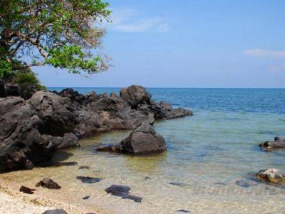 Pesona keindahan Pantai Bama Baluran
